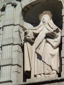 Statue-Avila_2013